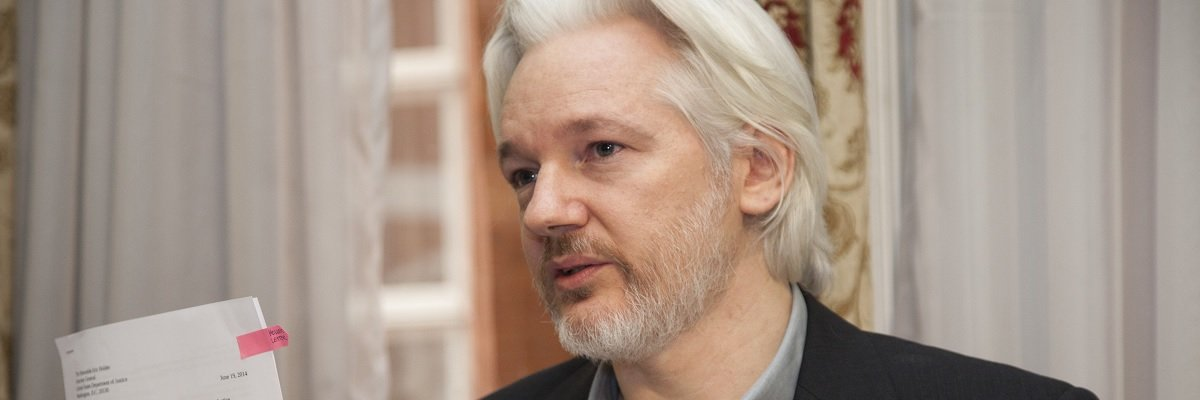 Can federal employees read WikiLeaks in private?